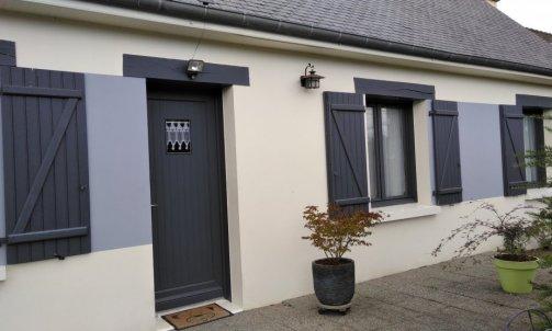 ravalement de façade en deux couleurs (cette maison a 35 ans)
